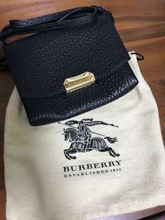 Burberry黑色牛皮小側背包