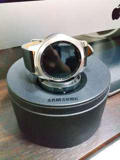 Samsung Geat S3 classic 智能手錶 & Samsung無線充電器