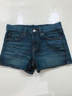 🚚 Uniqlo超顯瘦短褲