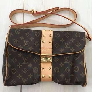 Louis Vuitton Sling Bag France (Negotiable)
