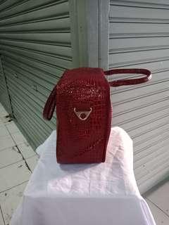 # Travelbag # adult # sling # size # 40 * 27 * 16cm # material # kulitteba # l # + there # reseleting # + rubber # + taliselempang # + ada5 # pieces # bag # @ # # there also # karkter # anak2 # tasse # # troly # bagpakain s #
