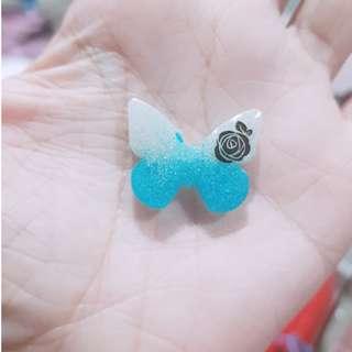 🚚 Blue & White Flower Butterfly Resin Charm