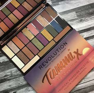 🚚 Tammi X Makeup Revolution Tropical Paradise Eyeshadow Palette #CAROUPAY