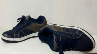 Heelys boys shoe with wheels