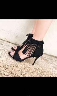 🚚 黑色高跟鞋