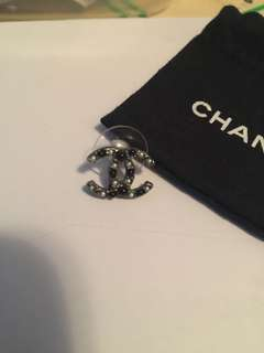 Chanel 黑白珍珠耳環一隻