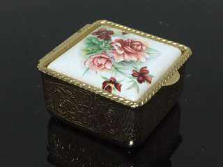 Pill / trinket box with exquisite design