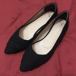 黑色簡約尖頭平底鞋