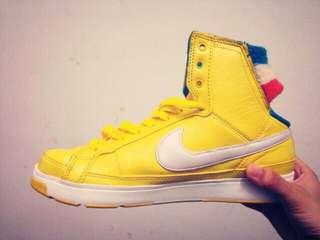 🚚 NIKE 黃色跳舞鞋 護腕設計
