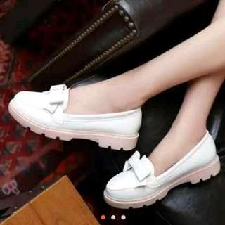 🚚 白色豆豆鞋