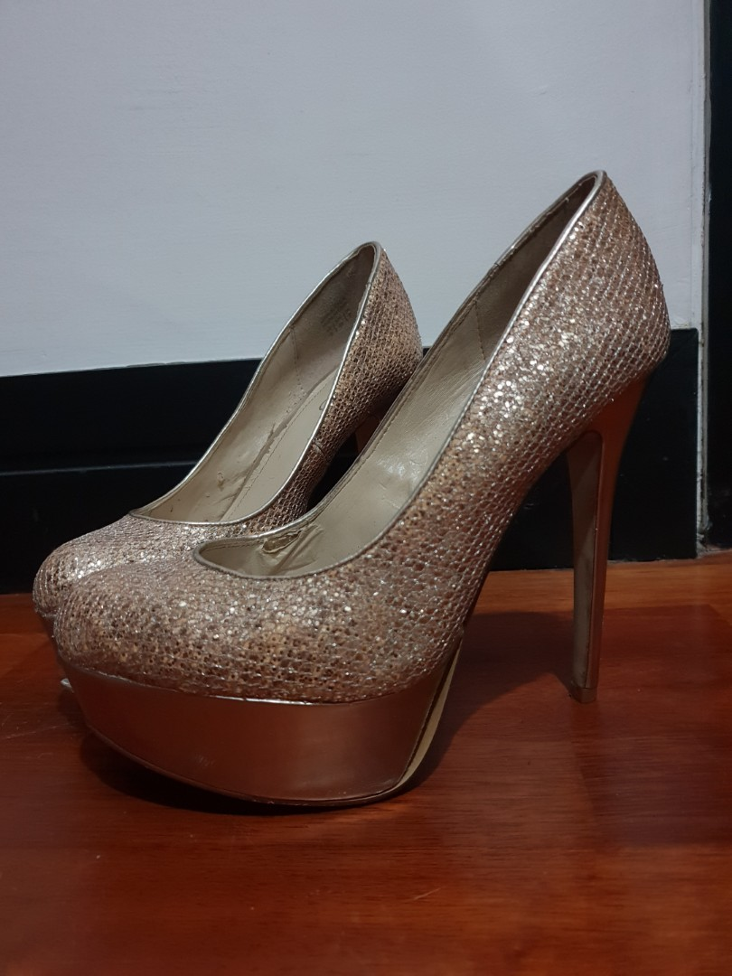 18983a8d518c Preloved - ALDO Gold Glitter Heels, Women's Fashion, Shoes on Carousell