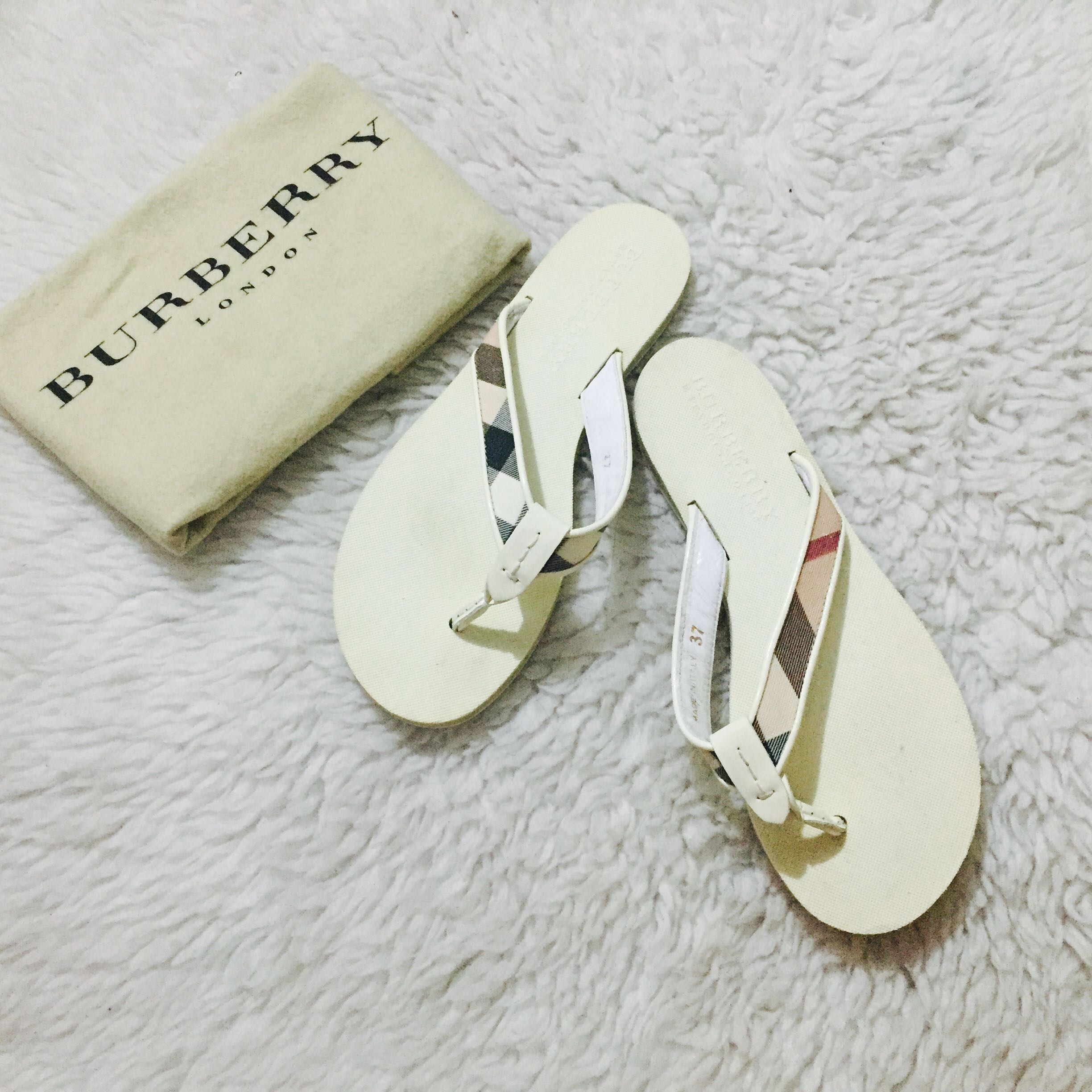 a4b497661083 Authentic Burberry Trench Nova Thong Flip Flop
