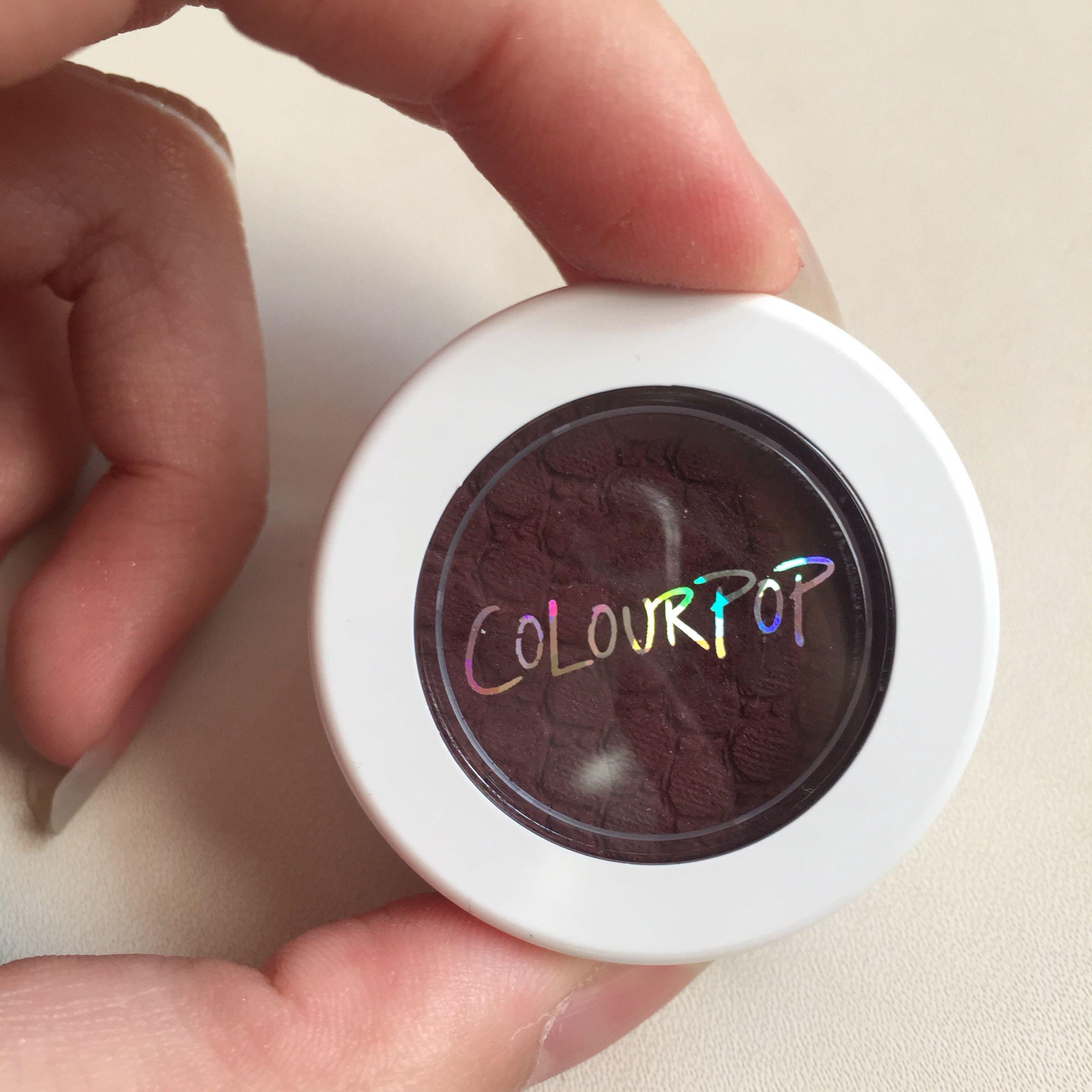 Colourpop: Super shock shadow in Central Perk