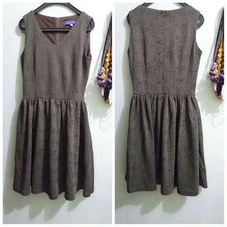 Arithalia brokat dress
