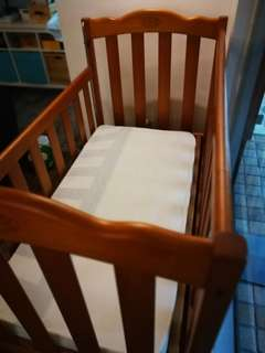 Australiana Original Heirloom Collection Wooden Cot + FOC mamalove Baby Feeding Chair
