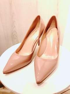 🚚 裸粉漆皮高跟鞋