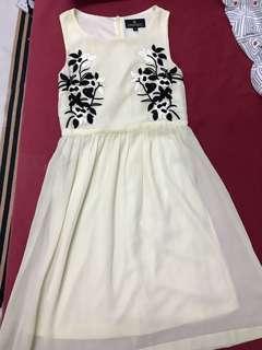 Doublewoot M sized dress