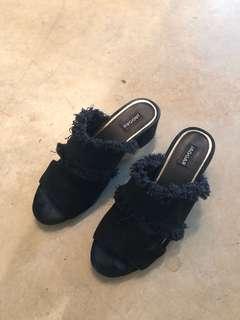 Jaggar Footwear - denim slides - size 6