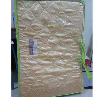 Portable single mattress