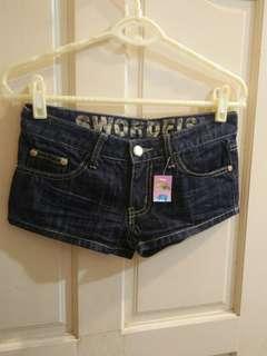 🚚 全新顯瘦牛仔短褲