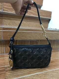 Lv pochette limited edition