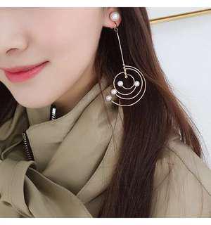 🚚 全新銀色特殊造型不規則不對稱圓圈珍珠垂墜夾式耳環耳夾