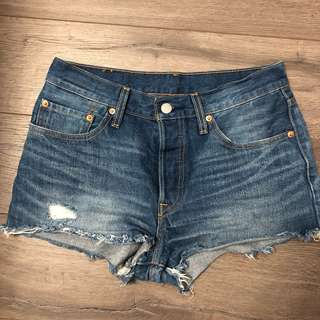 LEVI'S DENIM RIPPED SHORTS