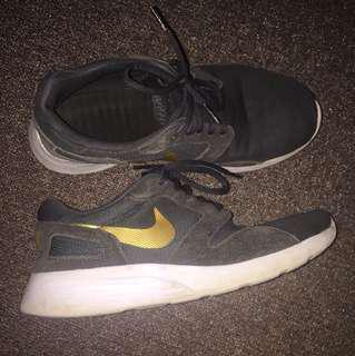 Nike Gold Kaishi