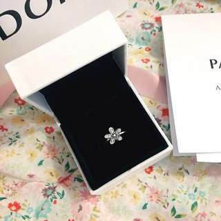 New Authentic Pandora Ring - Dazzling Daisy with Receipts