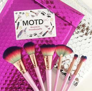 MOTD RAINBOW BRUSH SET