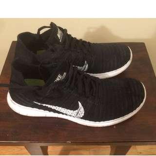 Nike Flyknit Free Run black size 9