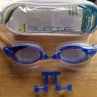 Swimming Goggles (for 10+ or Adults) Made in Japan  全新日本製泳鏡 (10歲+及成人合用)