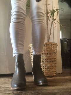 🌿🍂 Top End Leather Ankle Boots Grey/Gun Metal size 40/9 🌺🍁