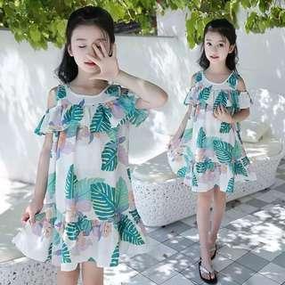 💥中大童裝-預購H027美《夏季韓版女童 露肩洋裝沙灘裙》 白色芭蕉葉