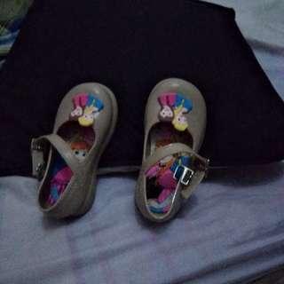 Sepatu anak perempua
