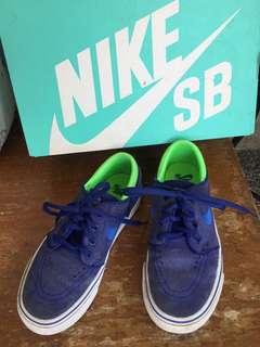 boy's rubber shoes