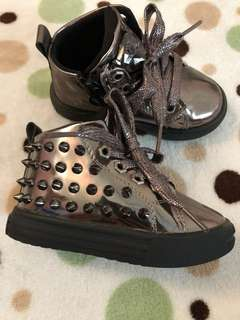 Boy/girl moto & mishi shoes size 21