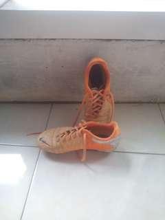 Sepatu Bola Anak