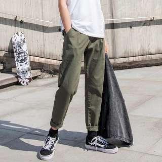 🚚 軍綠直筒褲