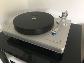 Clearaudio performance dc turntable with arm and cart