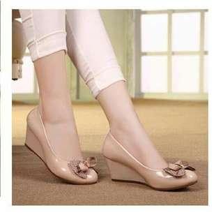 Sepatu wanita terbaru ada 2 warna