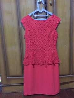Dress merah The Executive