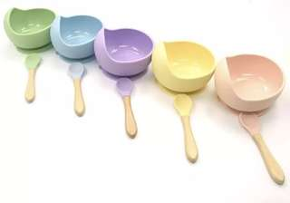 Suction silicone bowl with spoon