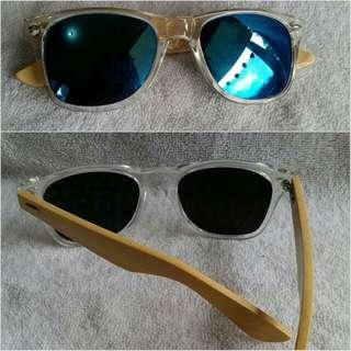 Kacamata kayu.