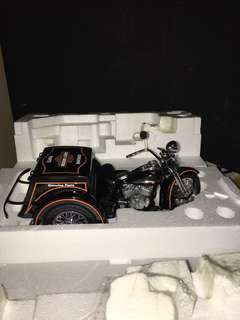 1/10 1947 Harley Davidson Servi-Car. Franklin Mint