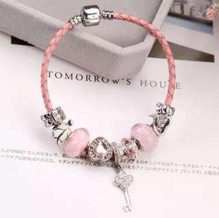 粉紅吊飾珠子手繩
