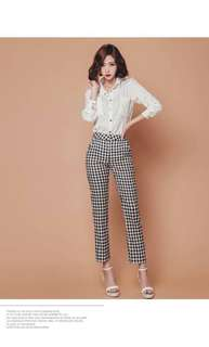 Set blouse and checked pants