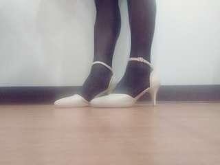 🚚 優雅米色鏤空跟鞋40碼 (Heels)