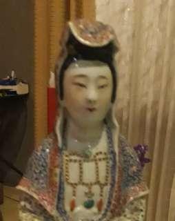 Patung Porselen Dewi kwan Im kuno