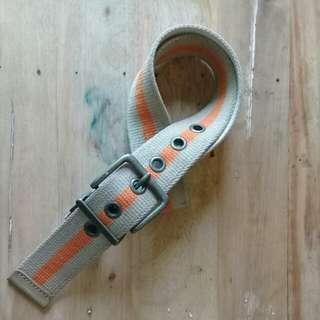 Beige/orange belt
